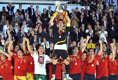 Euro 2008 - Casillas con la copa