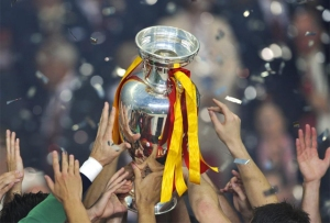 Euro 2008 - Manos hacia la copa
